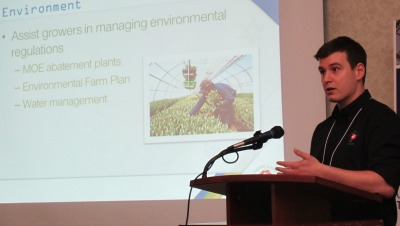 6384_andrew_morse_of_fco_at_grower_day_2014