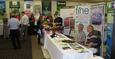 6384_grower_day_trade_show_three_2014
